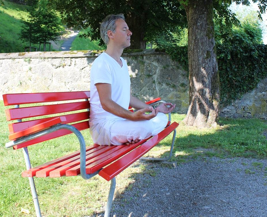 Wenn Sie Stress haben, hilft es zu meditieren